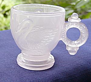 Atterbury Swan Pink Alabaster Toy Mug (Image1)
