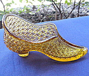 Duncan Amber Glass Shoe (Image1)