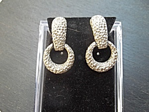 Vintage Sarah Coventry Hammered Silver Clip-ons. (Image1)