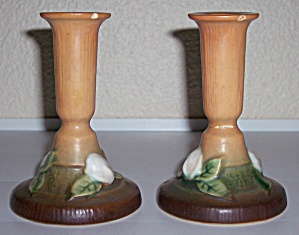 ROSEVILLE POTTERY GARDENIA PAIR CANDLESTICKS HOLDERS! (Image1)