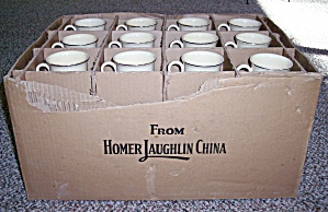 HOMER LAUGHLIN CHINA BOX W/36 IVORY-GOLD TOM JERRY MUGS (Image1)