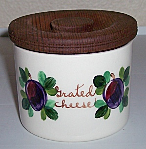 BAUER POTTERY FRUIT DECORATED GRATED CHEESE CANISTER! (Image1)