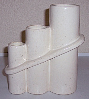 CAMARK POTTERY EARLY ART DECO GLOSS IVORY VASE! (Image1)