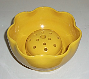 GARDEN CITY POTTERY YELLOW RUFFLED BOWL W/ FLOWER FROG! (Image1)