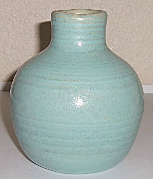 Pacific Pottery Early #18 Green Ring Vase! (Image1)