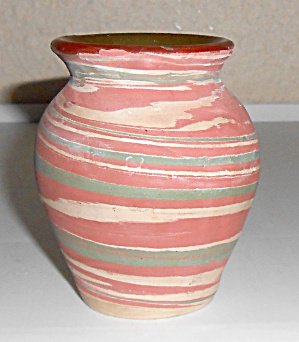 Silver Springs Pottery Wheel Thrown Swirl Vase! (Image1)