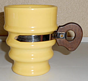 Metlox Pottery Poppy Trail Series 200 Yellow 236-7 Mug! (Image1)