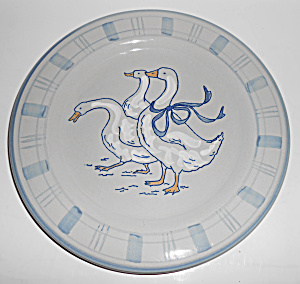 Louisville Stoneware Gaggle Of Geese Dinner Plate! MINT (Image1)