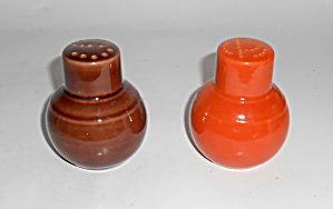Vernon Kilns Pottery Early California Salt/Pepper Set! (Image1)