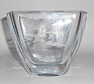 Strombergshyttan Sweedish Art Glass Etched Geese Vase