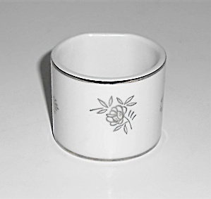 Fukagawa China Porcelain 1040 White Rose Platinum Ring