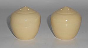 Bauer Pottery La Linda Gloss Ivory Salt & Pepper Shaker (Image1)