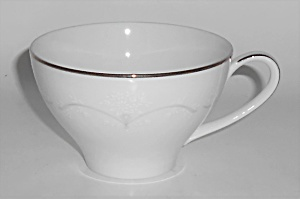 Noritake Porcelain China Whitebrook 6441 Platinum Band