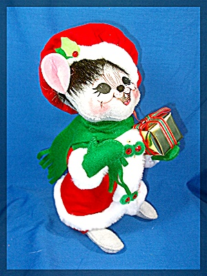 Annalee Christmas Mouse with present and scarf (Image1)