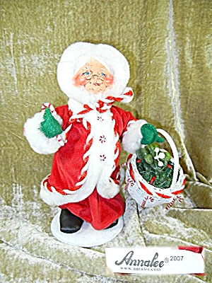 Annalee 2007 Peppermint Mrs Santa with basket (Image1)