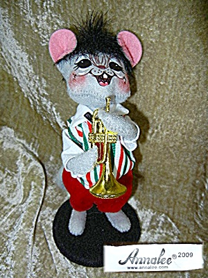 Chismas Annalee 8 Inch Mouse Playing A Horn