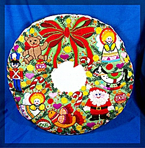 Christmas Wool Ebroidered Round Wreath  Pillow (Image1)