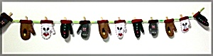 Christmas Felt Mittens Clothes Pin Card Holder (Image1)