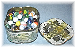 Tin Of 112 Old Glass Marbles From England (Image1)