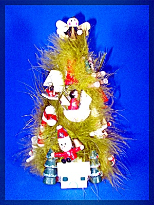 Vintage Christmas Tree of green feathers, wood ornament (Image1)