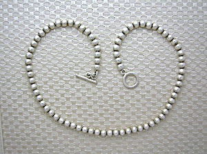 Sterling Silver Toggle Clasp Bead necklace 18 inch (Image1)