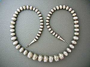 Native American Stamped Sterling Silver Navajo Pearls (Image1)