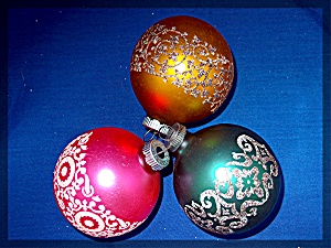 Lot of 3 Christmast tree ornaments . . . (Image1)