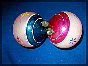 Pair of glass Christmas tree ornaments (Image1)
