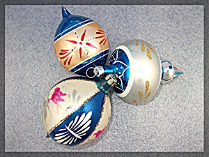 Lot of three VIntage Christmas tree ornaments, (Image1)