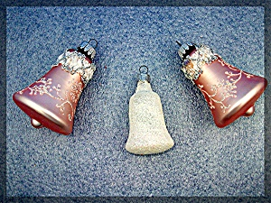 lot of 3 Christmas tree ornaments BELLS. (Image1)