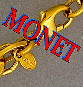 MONET Gold Rope Necklace Lucite Pendant (Image1)
