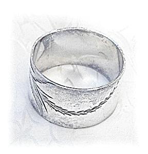 Vintage Silvertone Napkin Ring (Image1)