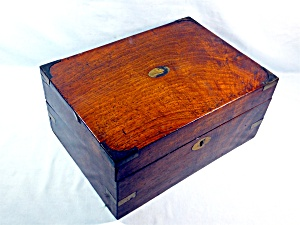Walnut Hinged Writing Box English (Image1)