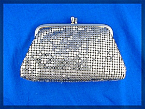 Whiting and Davis gold mesh coin purse (Image1)