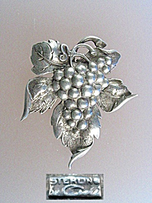 CINI Sterfling Silver Leaves and Grapes Pin Brooch. (Image1)