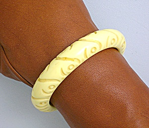Bakelite Carved Cream Bangle Bracelet (Image1)