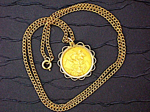 Pendant Gold Sovereign  Queen Victoria Widow  Surroun (Image1)