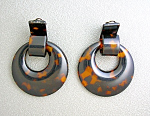 Lucite Tortoise Color Dangle  Clip Earrings (Image1)