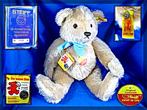 Steiff  teddy bear with passport Number 0445 (Image1)