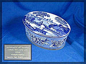 tin container made in England - blue willow scene (Image1)