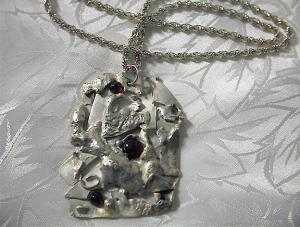 Sterling Silver Rope Chain Cabochone Garnet Pendant (Image1)