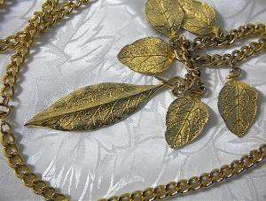 36 Inch Goldtone Leaf Tassle Larriat Necklace