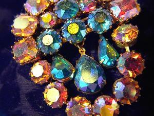 Pink Blue VENDOME Aurora Borealis Crystal Brooch (Image1)