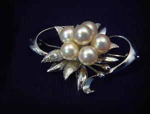 Vintage Pearl Brooch (Image1)