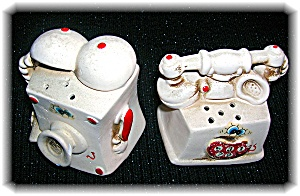 Ceramic Telephone Salt and Peppers. (Image1)
