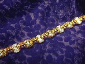 Stunning Signed Swarovski Crystal Bracelet. (Image1)