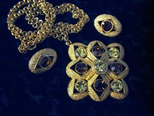 Necklace Sarah Coventry Gold Light and Dark Crystals (Image1)