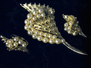 CORO Goldtone and Pearl Pin/Brooch, Earrings. (Image1)