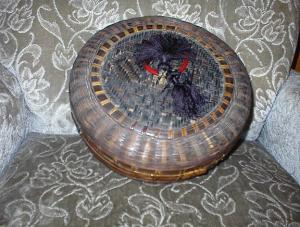 VINTAGE Sewing Basket. (Image1)