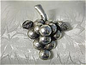 Signed ANA SOSA Mexican  Sterling Silver Grape Brooch (Image1)